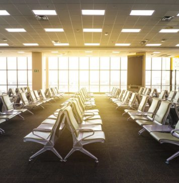 Leeres Flughafengate ohne Passagiere