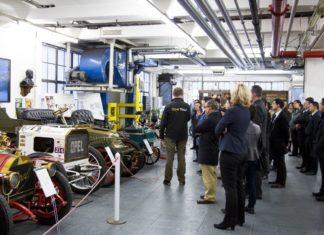 """第一批欧宝:吕塞尔斯海姆的老爷车也十分吸引中国参观者; 照片:© """"Drei gewinnt"""""""